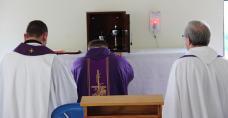 Modlitwa przed tabernakulum
