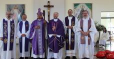 Pamiątkowe zdjęcie z Księdzem Biskupem